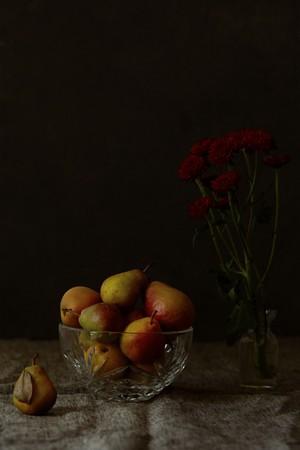 Pears in Vermeer light